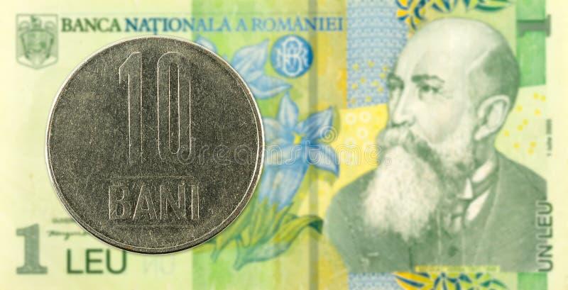 10 Rumäne bani Münze gegen 1 Leubanknote stockfotos