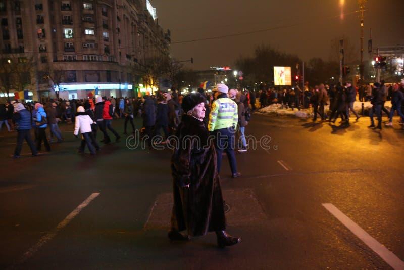 Rumäneproteste gegen Gefangenentschuldigungsplan stockfotos