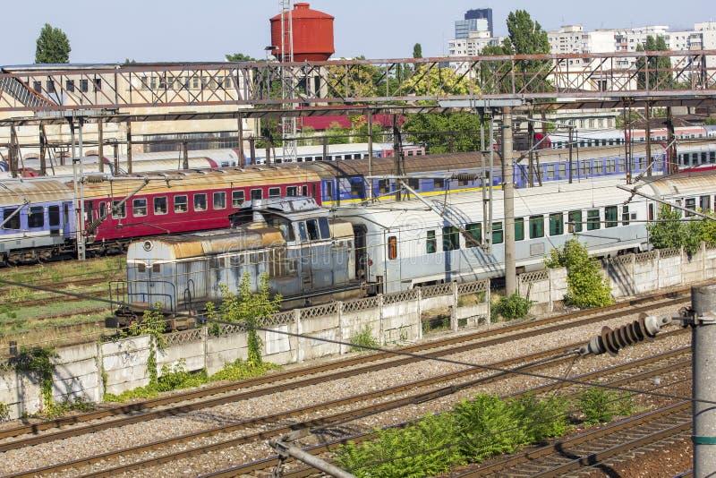 Rumänezüge im Depot stockbilder
