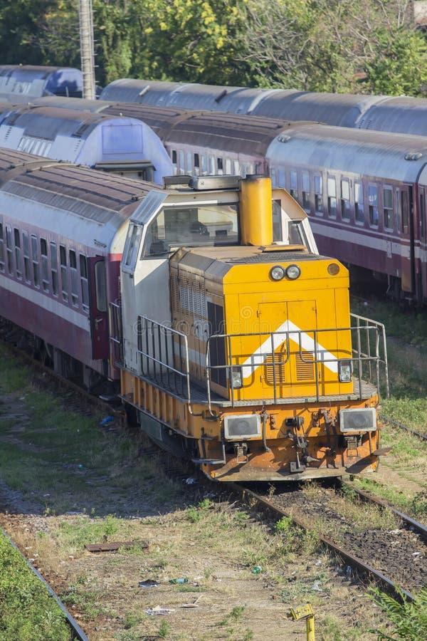Rumänezüge im Depot lizenzfreie stockbilder
