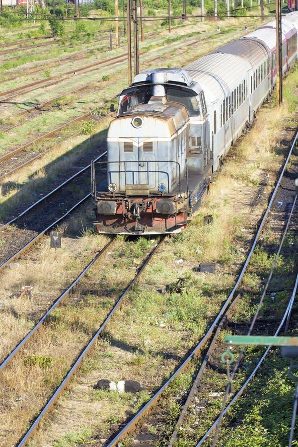 Rumänezüge im Depot stockbild
