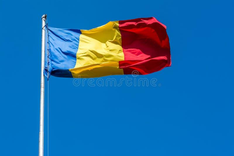 Rumänien-Flagge lizenzfreie stockbilder
