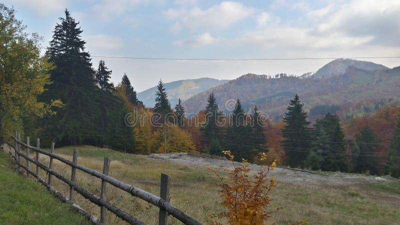 Rumänien-Herbstberg stockbild