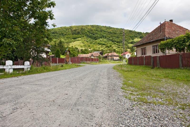 Rumänische Dorfstraße lizenzfreie stockfotografie