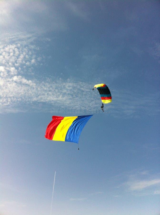 Rumänische Flagge - Airshow lizenzfreie stockbilder