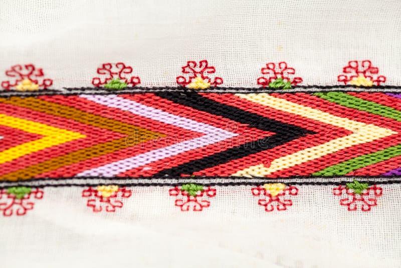 Rumänische traditionelle Bluse - Beschaffenheiten und Motive lizenzfreies stockfoto