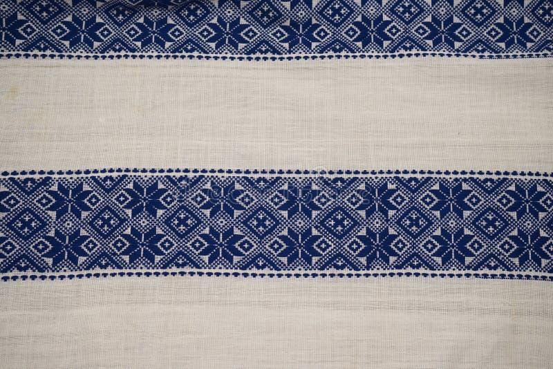 Rumänische traditionelle Bluse - Beschaffenheiten und traditionelle Motive stockbilder
