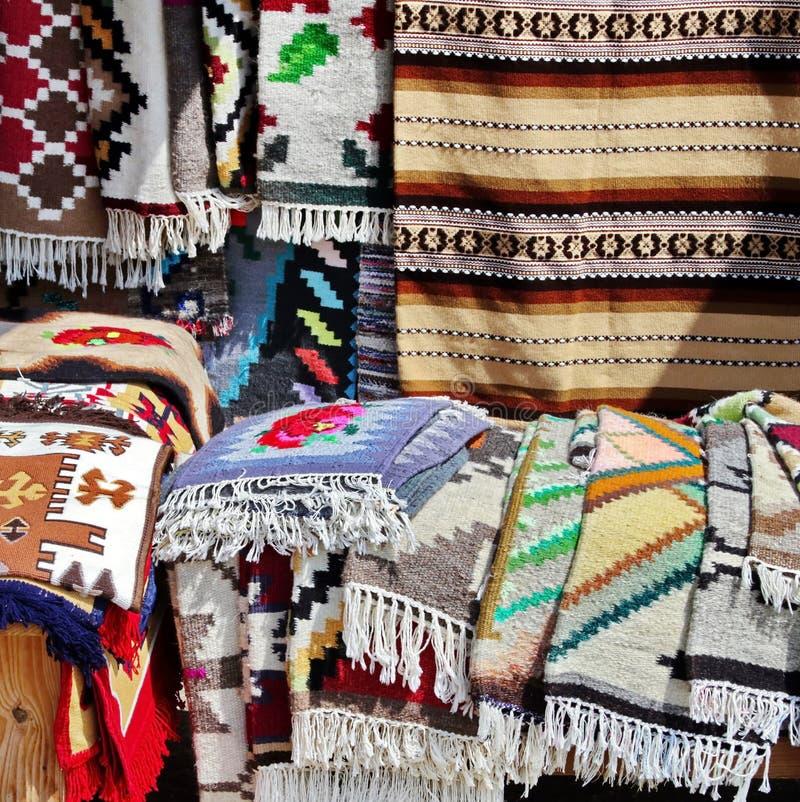 Rumänische traditionelle Wolldecke lizenzfreie stockbilder