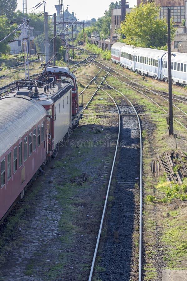 Rumänischer Zug im Depot stockbild