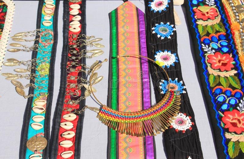 Rumänisches traditionelles Zubehör für Frauen lizenzfreie stockfotos