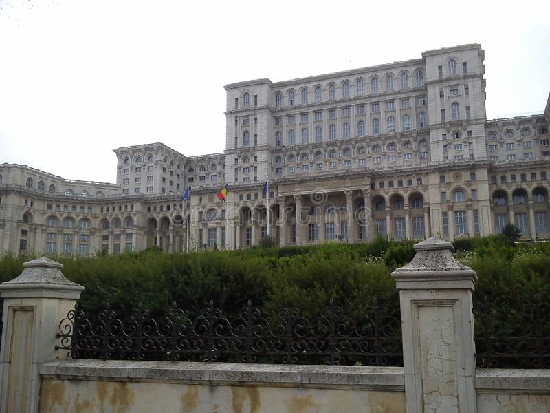 Rumänsk parlamentslott royaltyfria foton