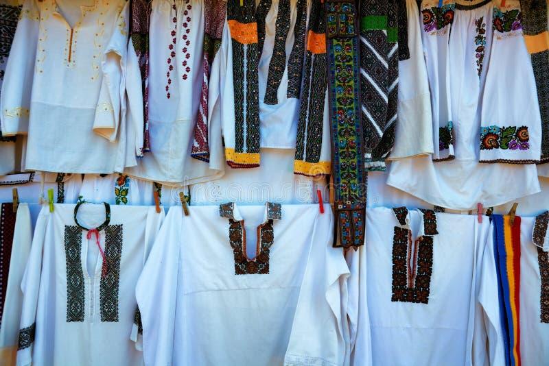 Rumänsk traditionell kläder royaltyfri foto