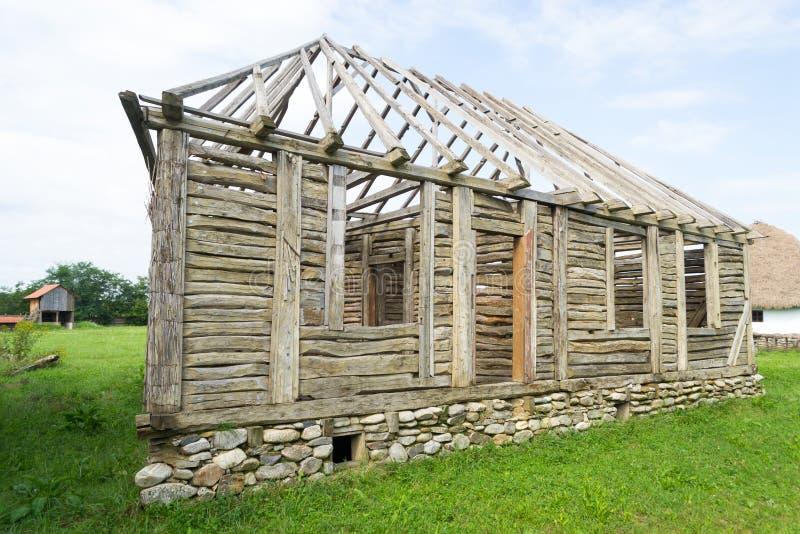 Rumänsk traditionell ram för wood hus royaltyfria foton
