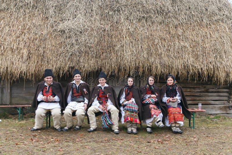 Rumänsk vinterfestival i Maramures royaltyfria bilder