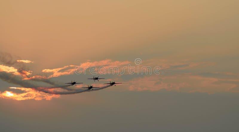 Rumänska Aerobatic Team Hawks av den Rumänien showen på SNEDHET 2016 royaltyfria foton