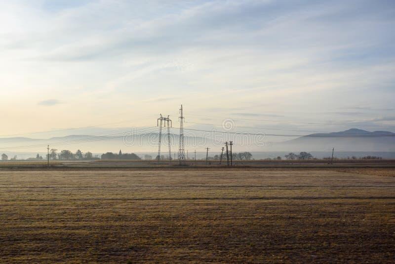 Rumänska tomma fält på soluppgång arkivbild