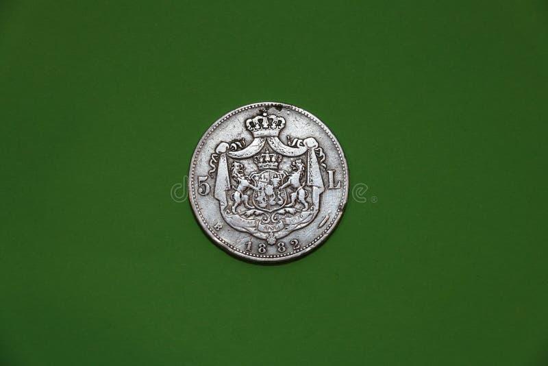 Rumänskt gammalt silvermynt från året 1882 royaltyfri bild
