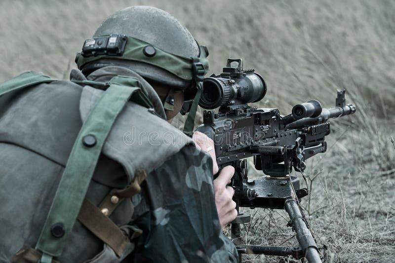 Rumänskt infanteri med maskingevärM240 fotografering för bildbyråer