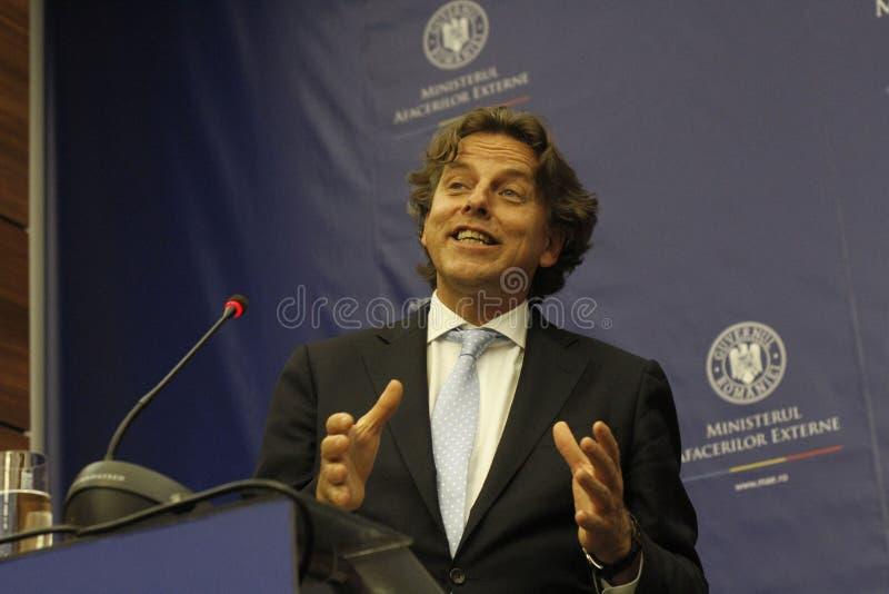 Rumänskt utländskt - angelägenheter sörjer för Bogdan Aurescu konsultationer med att besöka holländska motstycken Bert Koenders royaltyfri foto