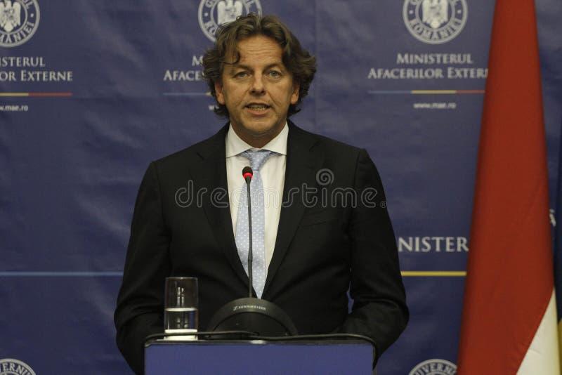 Rumänskt utländskt - angelägenheter sörjer för Bogdan Aurescu konsultationer med att besöka holländska motstycken Bert Koenders royaltyfria bilder