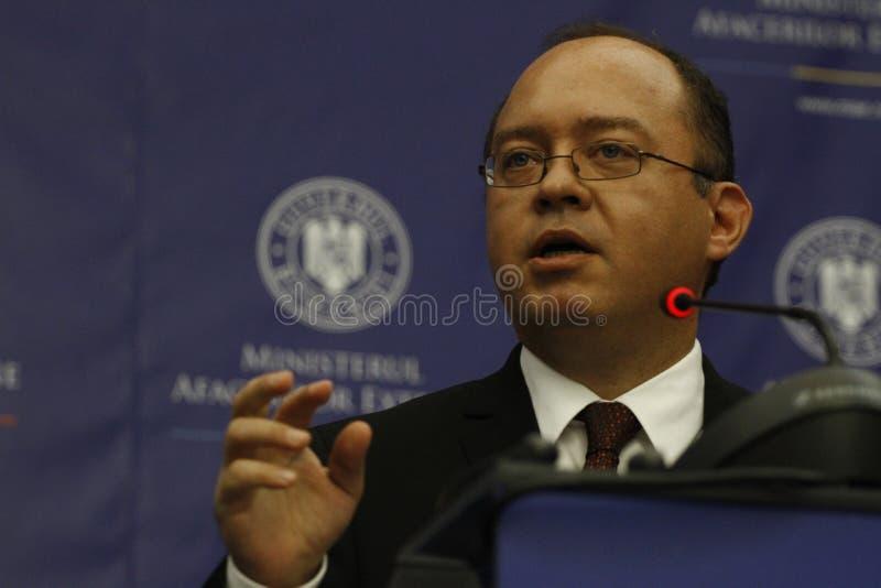 Rumänskt utländskt - angelägenheter sörjer för Bogdan Aurescu konsultationer med att besöka holländska motstycken Bert Koenders arkivfoton