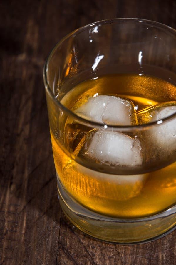 Rum auf den Felsen lizenzfreie stockfotografie