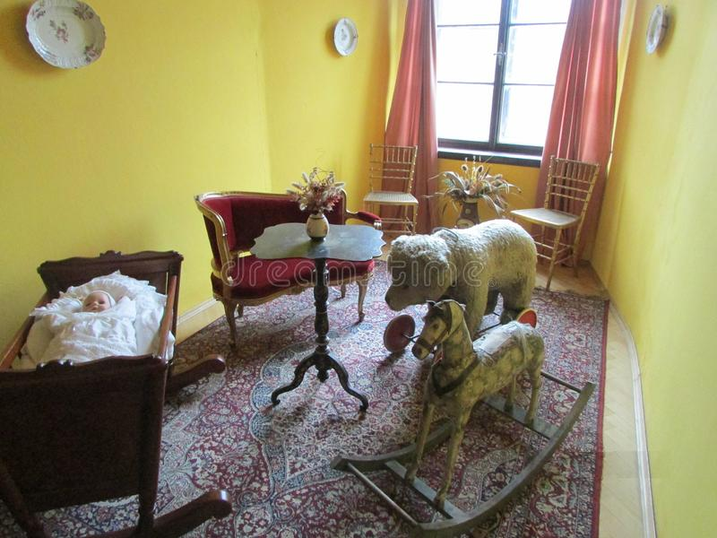 Rum för barn` s av det tidigt - århundrade för th 20 i den Steinberg familjslotten, Tjeckien arkivbild