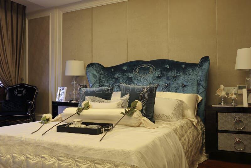 rum för Hög-slut sovrumexempel royaltyfri bild