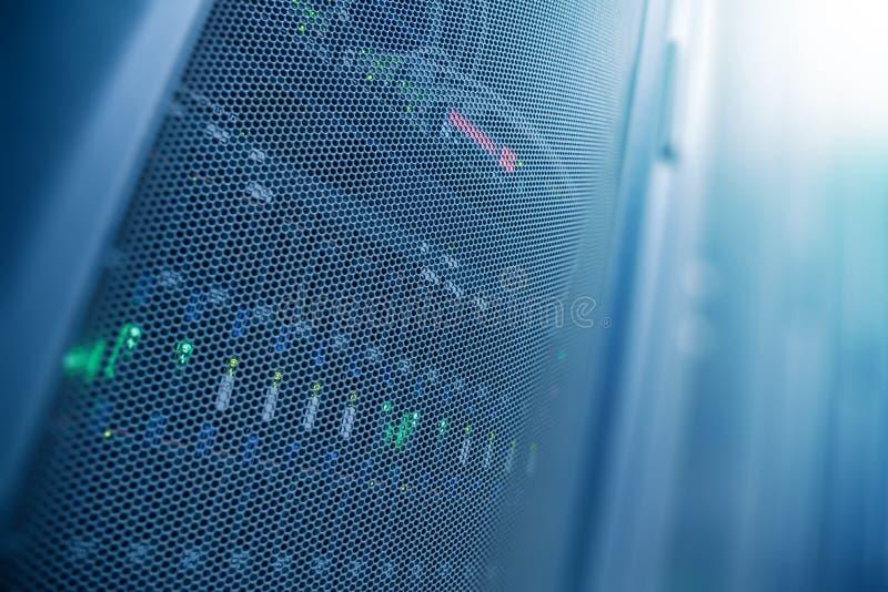 Rum för serverinternetdatacenter, nätverk, teknologibegreppsbac royaltyfria bilder