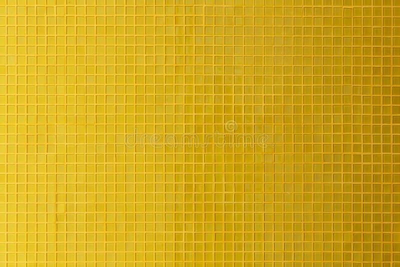 Rum för vägg för garnering för tegelplatta för gul mosaik royaltyfri bild