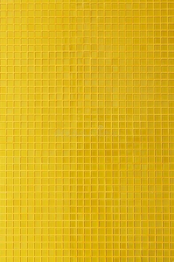 Rum för vägg för garnering för tegelplatta för gul mosaik royaltyfria foton