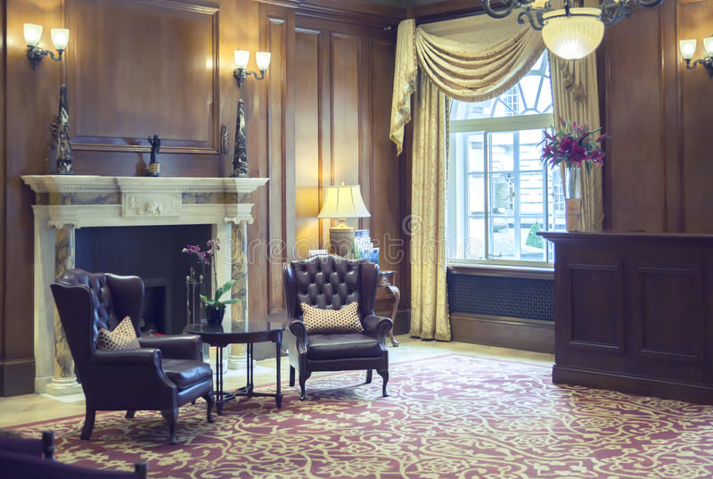 Rum i klassiskt hotell arkivbild
