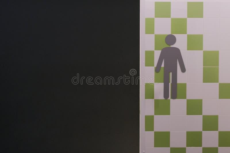 Rummet för man` s Ingången till den offentliga toaletten för grabbar Symbol av en person nära ett offentligt ställe Mäns WC-logo  arkivbilder