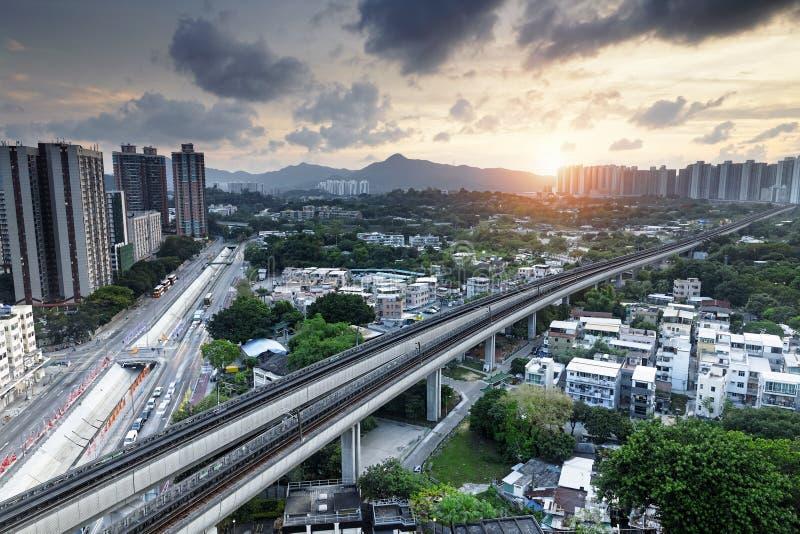 Rumore metallico lungo, città urbana di Hong Kong al momento di tramonto immagine stock libera da diritti