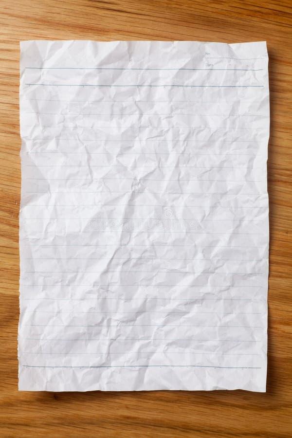 Rumpled aline? la hoja de papel imagen de archivo libre de regalías