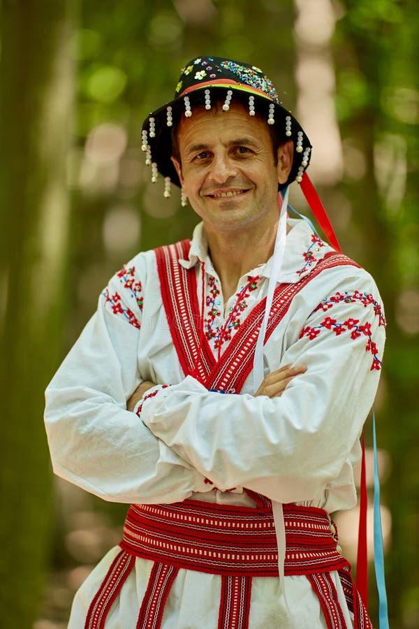 Rumuński mężczyzna w tradycyjnym kostiumu zdjęcie stock