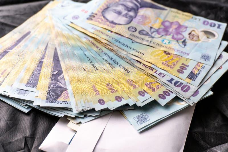 Rumu?scy banknoty, zako?czenie RON lei pieniądze europejczyka waluta Rumunia wartość Rumuńscy banknoty jako tło Lei są nationa obraz stock