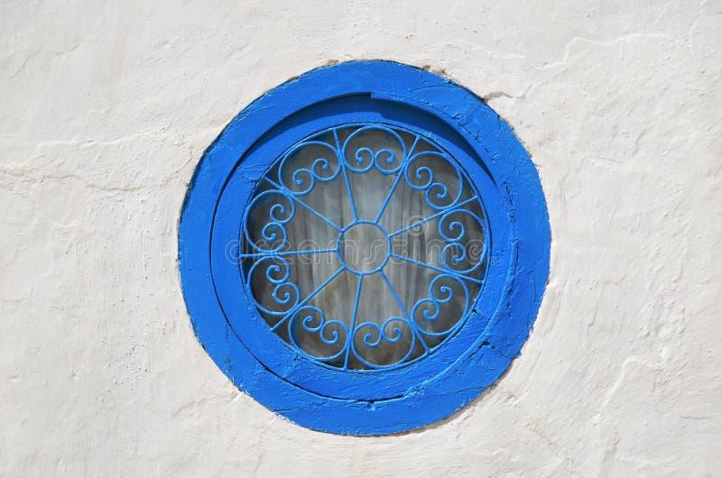 Rund blå fönsterplats fotografering för bildbyråer