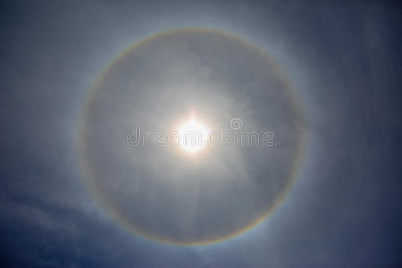 Rund gloria i en blå himmel nära Mt St Helens arkivbilder