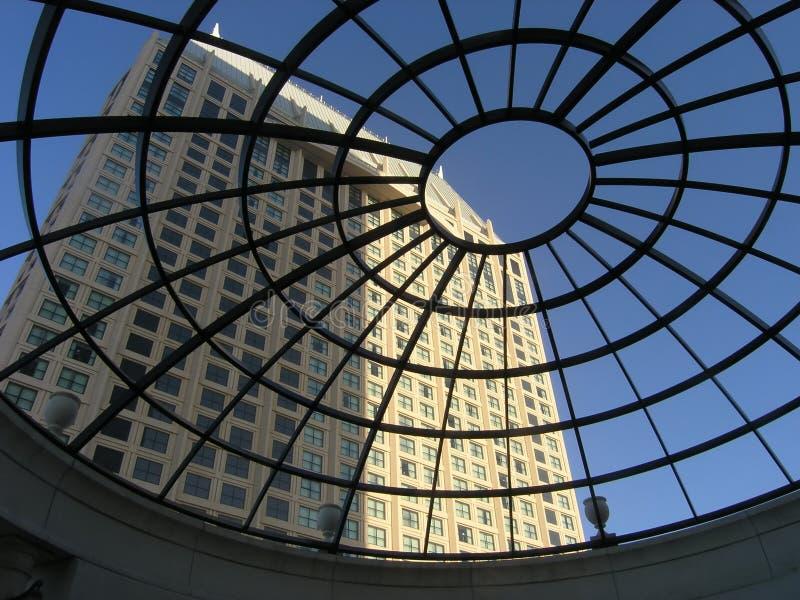 rund hotelllyx för atrium royaltyfria foton
