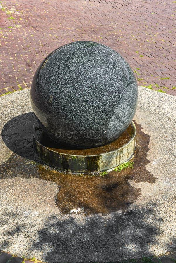 Rund slät boll för granitstenvatten arkivfoton