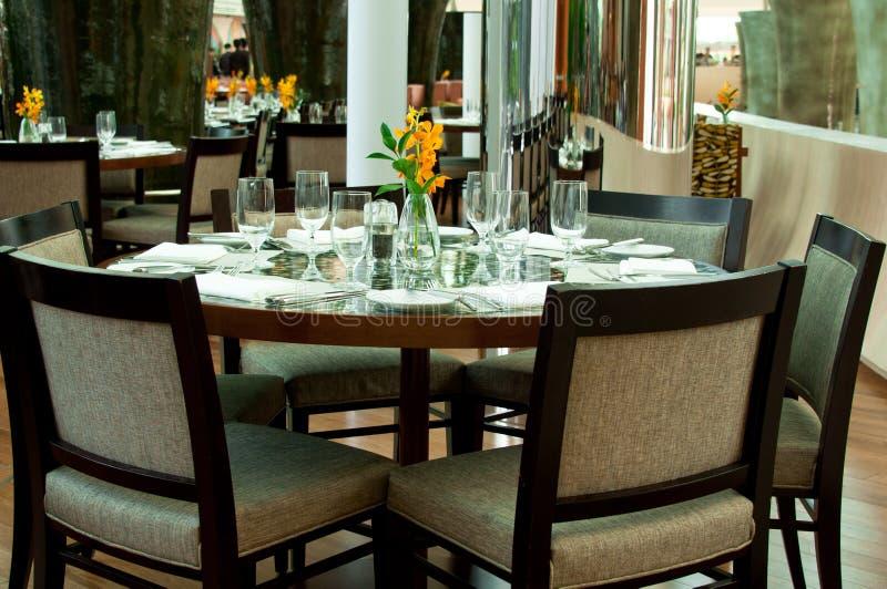 rund tabell för restaurang royaltyfri foto