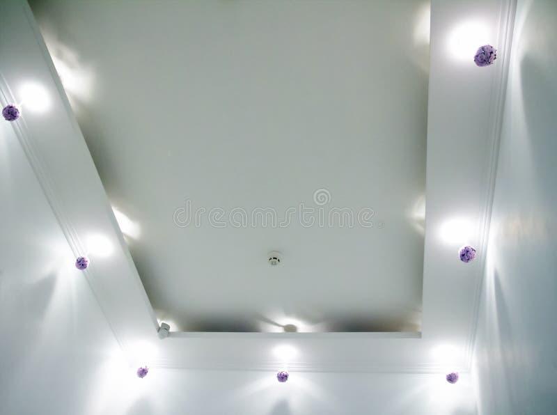 Rund taklampa, moderna hängande belysningfasta tillbehör arkivfoton