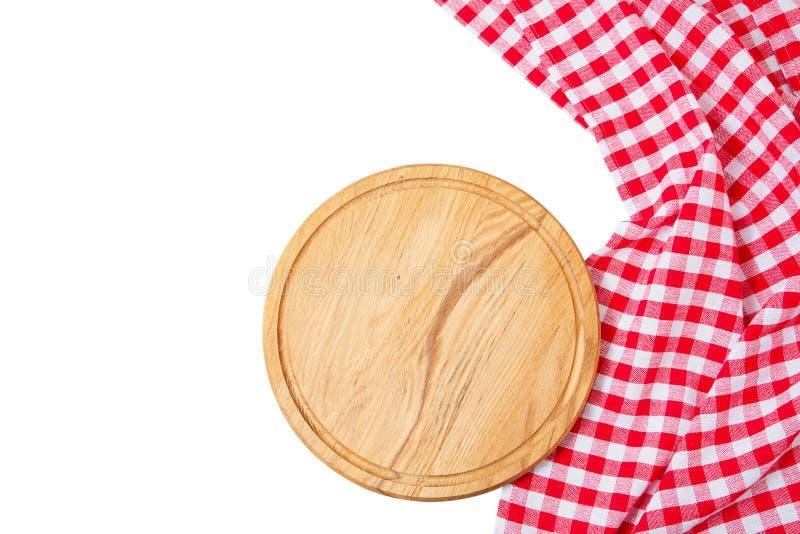 Rund träskärbräda, lantlig maträtt som isoleras på vit bakgrund - tomt för pizzabräde som isoleras över vit arkivfoto