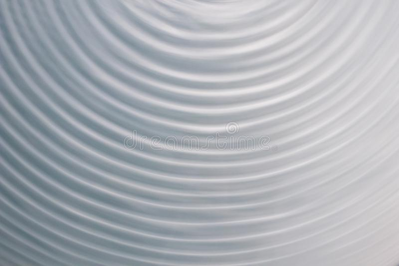 Rund vågrörelse i ett fluid system bakgrund för blåa grå färger för royaltyfria bilder