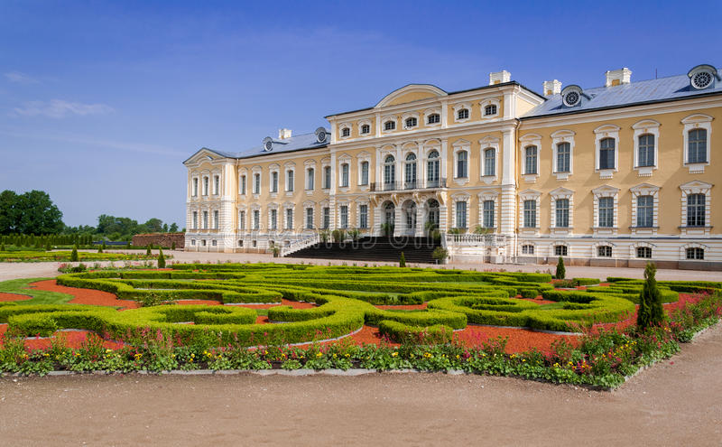 "Attēlu rezultāti vaicājumam ""rococo rundale palace gardens"""