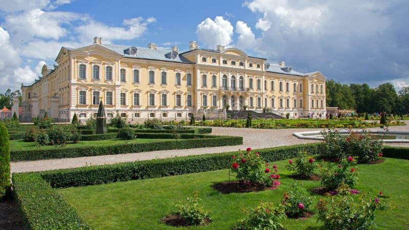Rundalepaleis en museum in Letland royalty-vrije stock fotografie