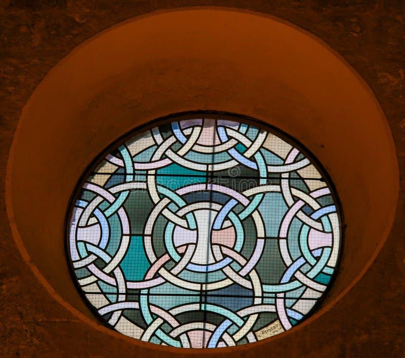 Rundamålat glassfönster royaltyfria bilder