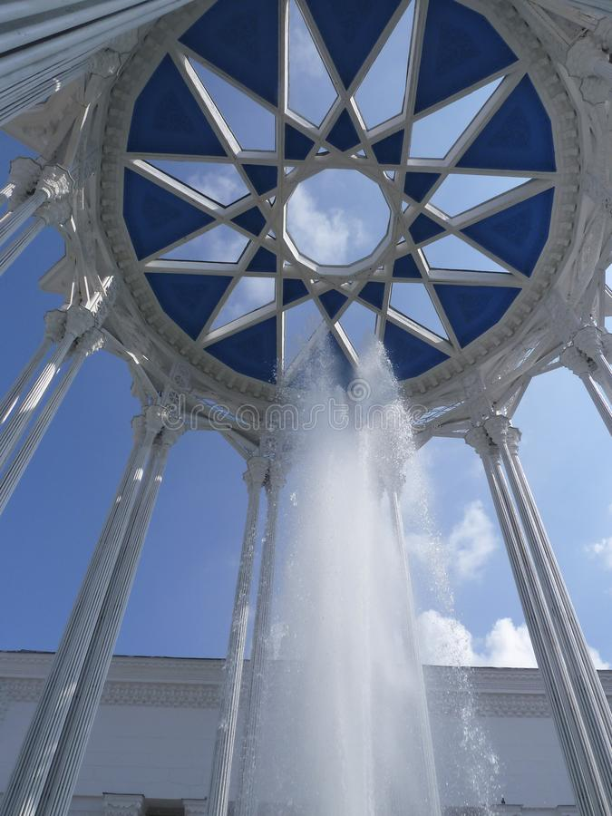 Rundbau mit einer Brunnenpavillon Kultur, VDNKh, Moskau, Russland lizenzfreies stockfoto