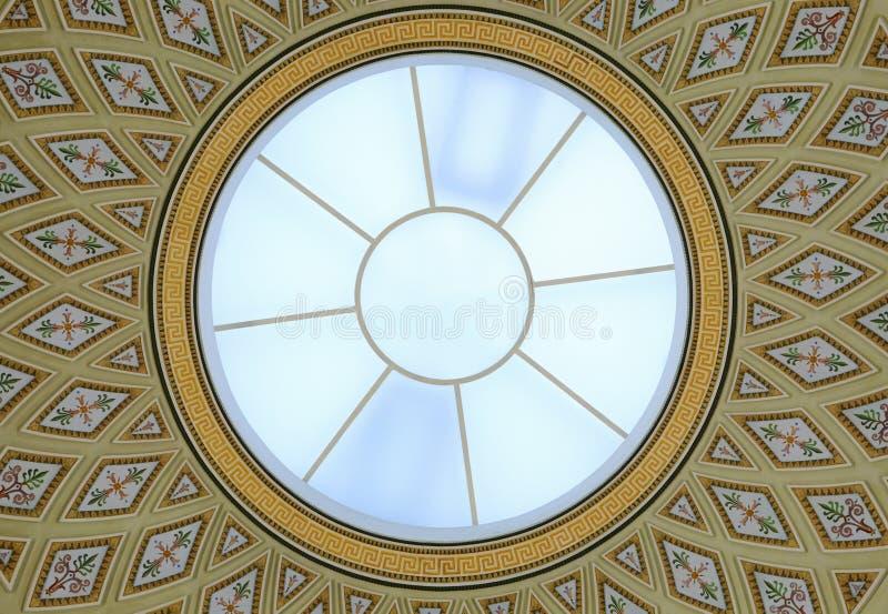 Runde Glaskuppel- und Deckenmalerei lizenzfreies stockfoto